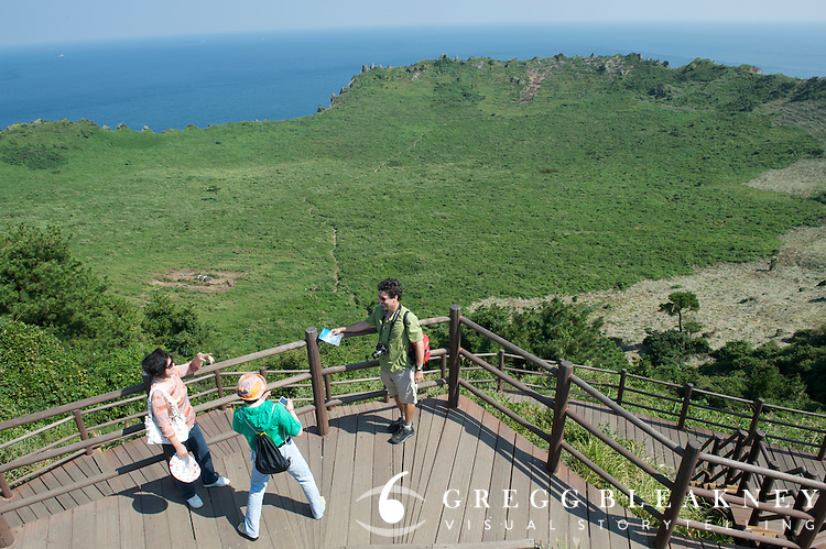 Touristf makes snapshot of Greg McCormack - Sangumburi Crater Volcano - Jeju Island - South Korea