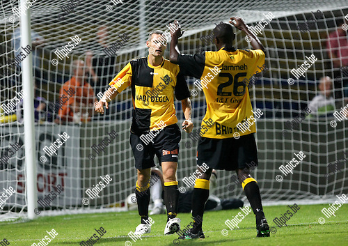 2009-08-22 / Voetbal / Cofidis Cup / K. Lierse SK - RFC Hoei / Gunter Thiebaut viert zijn tweede doelpunt van de avond met Abdou Jammeh..Foto: Maarten Straetemans (SMB)