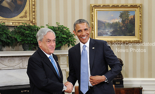 United States President Barack Obama shakes hands with with President Sebasti&aacute;n Pi&ntilde;era of Chile in the Oval Office of the White House June 4 , 2013 in Washington, DC. <br /> Credit: Olivier Douliery / Pool via CNP