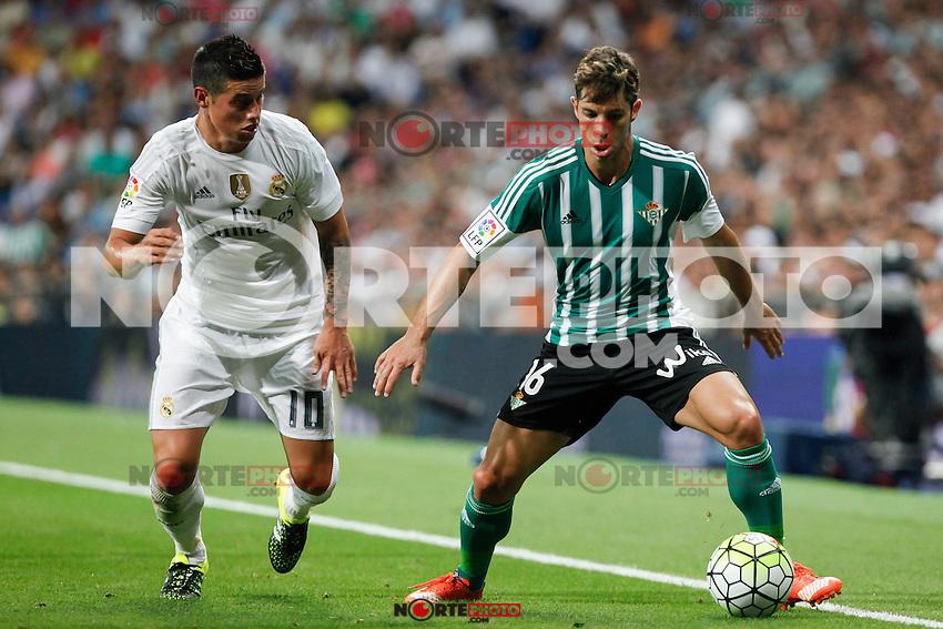 Real Madrid´s James Rodriguez (L) and Real Betis´s Alvaro Cejudo during La Liga match at Santiago Bernabeu stadium in Madrid, Spain. August 29, 2015. (ALTERPHOTOS/Victor Blanco)