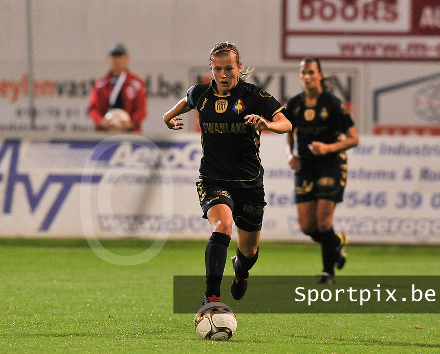 20131018 - ANTWERP , BELGIUM :  Telstar Dominique Bruinenberg pictured during the female soccer match between Royal Antwerp FC Ladies and Telstar Vrouwen Ijmuiden , of the Eight' matchday in the BENELEAGUE competition. Friday 18 October 2013. PHOTO DAVID CATRY
