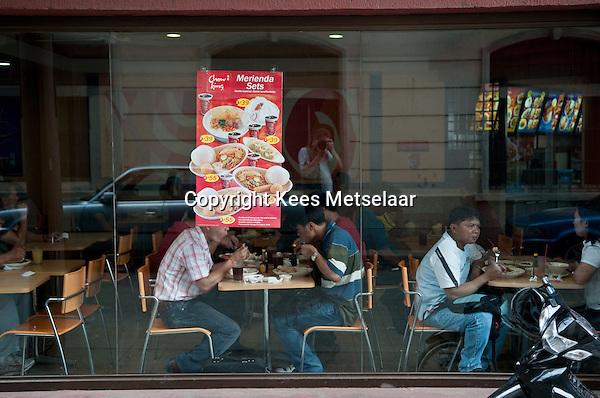 Philippines, Manila, 5 march, 2008..Chow King fastfood in Intramuros the oldest district of the city of Manila...Er wordt veel fastfood gegeten in de Filippijnen. Hier Chow King in Intramuros, het oudste district van Manila, de hoofdstad van de Filippijnen...Photo Kees Metselaar