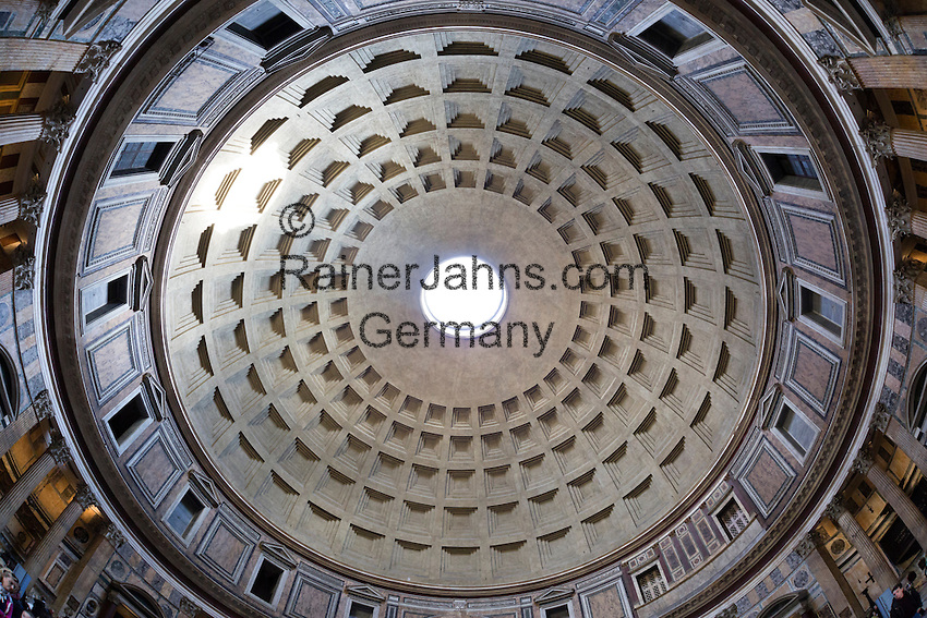 Italy, Lazio, Rome: Interior view of the cupola inside the Pantheon, Piazza della Rotonda | Italien, Latium, Rom: Innenansicht der Kuppel des Pantheon auf der Piazza della Rotonda