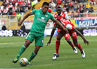 BOGOTA -COLOMBIA, 1-FEBRERO-2015. Andy Pando  de La Equidad  disputa el balon contra Yerry Mina  del  Independiente Santa Fe durante la primera fecha de La Liga Aguila jugado en el estadio Metropolitano de Techo  of  Bogota . /  Andy Pando  of La Equidad dispute for the ball against  Yerry Mina of Independiente Santa Fe  during the first round of La Liga Aguila played at the Metropolitano de Techo  stadium in Bogota . Photo / VizzorImage / Felipe Caicedo  / Staff