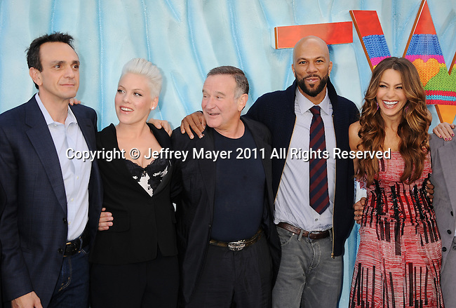 "HOLLYWOOD, CA - NOVEMBER 13: George Miller, Hank Azaria, Alecia Moore (Pink), Robin Williams, Common, Sofia Vergara attend the ""Happy Feet Two"" Los Angeles premiere held at the Grauman's Chinese Theatre on November 13, 2011 in Hollywood, California."