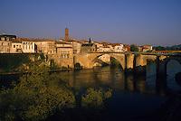 Europe/France/Aquitaine/47/Lot-et-Garonne/Villeneuve-sur-Lot : Pont vieux et rives du Lot