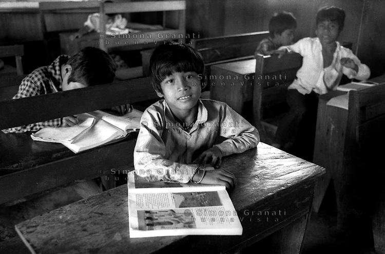 Messico, Chiapas, .Comunità indigena La Realidad.Un bambino nella scuola autonoma.indigenous community .children in a Zapatista autonomous school