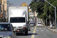 SÃO PAULO, 03  DE MAIO 2013 - TRÂNSITO SP - Condições do trânsito na tarde desta sexta-feira(03) é intenso no Viaduto Eng Orlando Murgel, região central da capital sentido Marginal Tietê - FOTO: LOLA OLIVEIRA/BRAZIL PHOTO PRESS