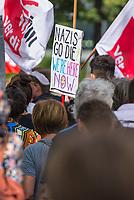 """Ueber 1.000 Rechtsextreme aus mehreren Bundeslaendern demonstrieren am Samstag den 19. August 2017 in Berlin zum Gedenken an den Hitler-Stellvertreter Rudolf Hess.<br /> Rudolf Hess hatte am 17. August 1987 im Alliierten Kriegsverbrechergefaengnis in Berlin Spandau Selbstmord begangen. Seitdem marschieren Rechtsextremisten am Wochenende nach dem Todestag mit sog. """"Hess-Maerschen"""".<br /> Weit ueber 1.000 Menschen protestierten gegen den Aufmarsch der Rechtsextremisten und stoppten den Hess-Marsch nach 300 Metern mit Sitzblockaden. Der rechtsextreme Aufmarsch wurde daraufhin von der Polizei umgeleitet.<br /> Aus dem Aufmarsch wurden mehrfach Gegendemonstranten angegriffen, mindestens ein Neonazi wurde festgenommen. <br /> 19.8.2017, Berlin<br /> Copyright: Christian-Ditsch.de<br /> [Inhaltsveraendernde Manipulation des Fotos nur nach ausdruecklicher Genehmigung des Fotografen. Vereinbarungen ueber Abtretung von Persoenlichkeitsrechten/Model Release der abgebildeten Person/Personen liegen nicht vor. NO MODEL RELEASE! Nur fuer Redaktionelle Zwecke. Don't publish without copyright Christian-Ditsch.de, Veroeffentlichung nur mit Fotografennennung, sowie gegen Honorar, MwSt. und Beleg. Konto: I N G - D i B a, IBAN DE58500105175400192269, BIC INGDDEFFXXX, Kontakt: post@christian-ditsch.de<br /> Bei der Bearbeitung der Dateiinformationen darf die Urheberkennzeichnung in den EXIF- und  IPTC-Daten nicht entfernt werden, diese sind in digitalen Medien nach §95c UrhG rechtlich geschuetzt. Der Urhebervermerk wird gemaess §13 UrhG verlangt.]"""