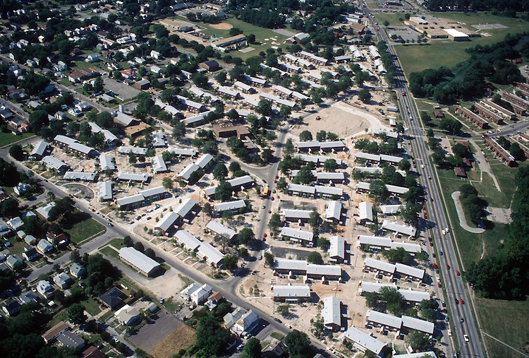 1994 June..Assisted Housing..Diggs Town (6-6)...Looking North.Campostella on right...NEG#.NRHA#..HOUSING: DiggsTn2 3:16
