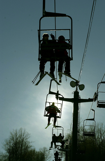 SPECIAL TO THE WILMINGTON NEWS JOURNAL- Skiers and snow boarders flock to the Bear Creek Ski resort in Macungie, Pa. Sunday Jan. 21, 2001 in  Philadelphia. (AP Photo/Brad C. Bower)