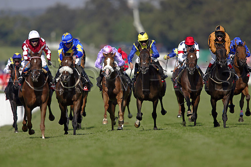 31 July 2004: Horses race into the closing stages of the Vodafone Apprentice Stakes at Goodwood Photo: Glyn Kirk/Action Plus...horse racing 040731 flat