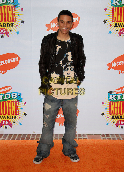 EVAN ROSS.Arrivals at The Nickelodeon's 19th Annual Kids' Choice Awards held at UCLA's Pauley Pavilion in Westwood, California, USA, April 1st 2006..full length.Ref: DVS.www.capitalpictures.com.sales@capitalpictures.com.©Debbie VanStory/Capital Pictures