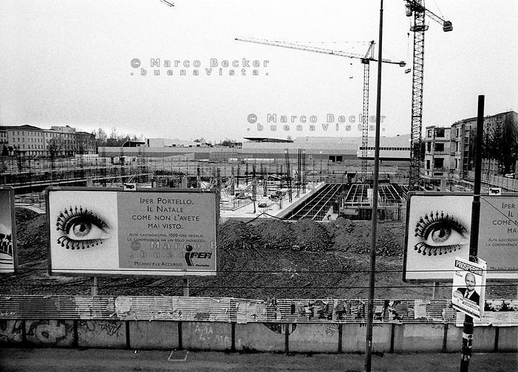milano, cantiere al quartiere portello. --- milan, construction site at portello district