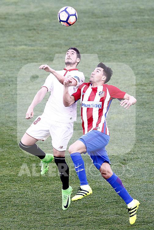 Atletico de Madrid's Nicolas Gaitan (r) and Sevilla FC's Sergio Escudero during La Liga match. March 19,2017. (ALTERPHOTOS/Acero)