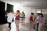 l'association l'arche acceuille des personnes handicapées mentales. Atelier danse