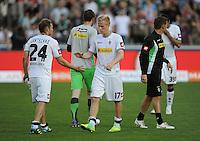 FUSSBALL   1. BUNDESLIGA  SAISON 2011/2012   8. Spieltag   01.10.2011 SC Freiburg - Borussia Moenchengladbach         Enttaeuschung Gladbach; Tony Jantschken (li) klatscht Oscar Wendt (Mitte) ab