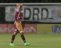 BOGOTÁ -COLOMBIA, 27-05-2015. Johnatan Estrada jugador del Tolima lamenta el resultado del partido de ida de semifinal entre Deportes Tolima e Independiente Medellín de la Liga Águila I 2015 jugado en el estadio Metropolitano de Techo en Bogotá./ Johnatan Estrada player of Tolima regrets the final score of the semifinal first leg match between Deportes Tolima and Independiente Medellin of the Aguila League I 2015 played at Metropolitano de Techo stadium in Bogota city. Photo: VizzorImage/ Gabriel Aponte / Staff