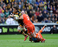 Guy Thompson of Wasps is tackled by Dan Cole and Graham Kitchener of Leicester Tigers
