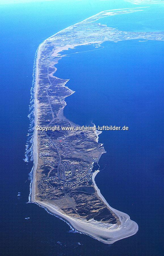 Sylt:EUROPA, DEUTSCHLAND, SCHLESWIG- HOLSTEIN 10.09.2000:Sylt ist die groesste der nordfriesischen Inseln und Teil von Schleswig-Holstein (Deutschland). Die Form der Insel hat sich im Lauf der Zeit staendig veraendert, ein Prozess, der auch heute noch im Gange ist..Die Insel ist 99,14 km² groß und damit die viertgroesste deutsche Insel. Sie erstreckt sich ueber 38,0 km in Nord-Sued-Richtung und ist am Königshafen bei List nur 380 Meter schmal; an Ihrer breitesten Stelle, von Westerland bis zur Noessespitze bei Morsum bis zu 12,6 km breit. Sylt ist seit rund 7.000 Jahren eine Insel, ihre hoechste Erhebung ist die Uwe-Duene mit 52 Metern ue. d. Meeresspiegel. .Luftaufnahme, Luftbild, Luftansicht,Europa, Deutschland, Schleswig, Holstein, Sylt, Insel, Nordsee, Tourismus, Reise, reisen, Urlaub, Ferien, Ausflugziel, Ausflug, Ausfluege, Tourismuswirtschaft, Kueste, Meer, Wasser, Suedspitze # a trip goal, break, coast, eau, europe, excursion, excursions, exeat, germany, holiday, holidays, island, isle, jaunt, jaunts, journey, leave, north sea, outing, outings, sea, shore, shoreline, tourism, tourism economy, travel, travels, trek, trip, vacation, voyage, voyages, water, waterside.c o p y r i g h t : A U F W I N D - L U F T B I L D E R . de.G e r t r u d - B a e u m e r - S t i e g  1 0 2,  .2 1 0 3 5  H a m b u r g ,  G e r m a n y.P h o n e  + 4 9  (0) 1 7 1 - 6 8 6 6 0 6 9 .E m a i l      H w e i 1 @ a o l . c o m.w w w . a u f w i n d - l u f t b i l d e r . d e.K o n t o : P o s t b a n k    H a m b u r g .B l z : 2 0 0 1 0 0 2 0  .K o n t o : 5 8 3 6 5 7 2 0 9.C  o p y r i g h t   n u r   f u e r   j o u r n a l i s t i s c h  Z w e c k e, keine  P e r s o e n  l i c h ke i t s r e c h t e   v o r  h a n d e n,  V e r o e f f e n t l i c h u n g  n u r    m i t  H o n o r a  n a c h  MFM, N a m e n s n e n n u n g und B e l e g e x e m p l a r !...