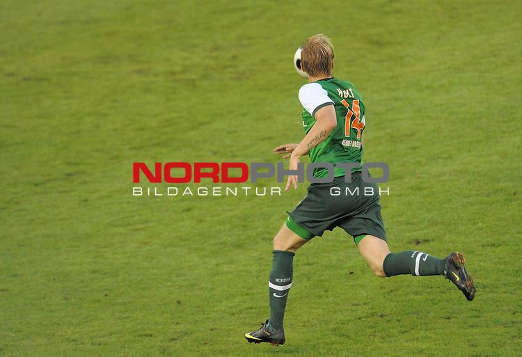 UEFA Euro League 2009/2010 <br /> Rueckspiel Zentral Stadion Aktobe 27.08.2009 - Play-off zur Europa League 09/10<br />  FK Aktobe (KAZ) - Werder Bremen (GER) 0:2<br /> <br /> Aaron Hunt ( Bremen GER #14 ) Rueckansicht, <br /> <br /> / Einzelsituation / Ganzk&ouml;rper / Ganzkoerper / Querformat / Freisteller / <br /> <br /> <br /> <br /> Foto &copy; nph ( nordphoto )