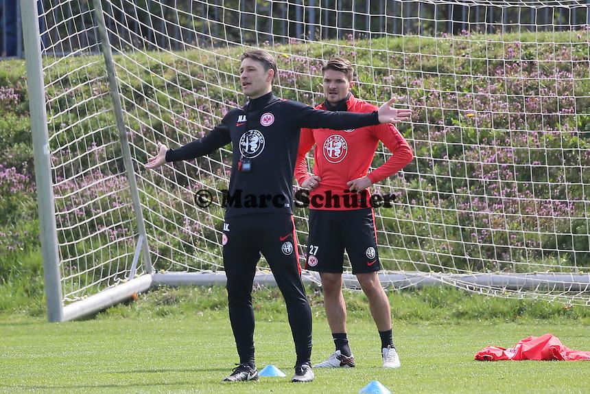 Trainer Niko Kovac unterbricht das Training und kritisiert die Ausführung - Eintracht Frankfurt Training, Commerzbank Arena