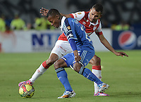 BOGOTÁ -COLOMBIA, 31-08-2014. Alex Diaz (Izq) jugador de Millonarios disputa el balón con Sergio Otalvaro (Der) jugador de Independiente Santa Fe durante partido por la fecha 7 de la Liga Postobón II 2014 jugado en el estadio Nemesio Camacho el Campín de la ciudad de Bogotá./ Alex Diaz (L) player of Millonarios fights for the ball with Sergio Otalvaro (R) player of Independiente Santa Fe during the match for the 7th date of the Postobon League II 2014 played at Nemesio Camacho El Campin stadium in Bogotá city. Photo: VizzorImage/ Gabriel Aponte / Staff