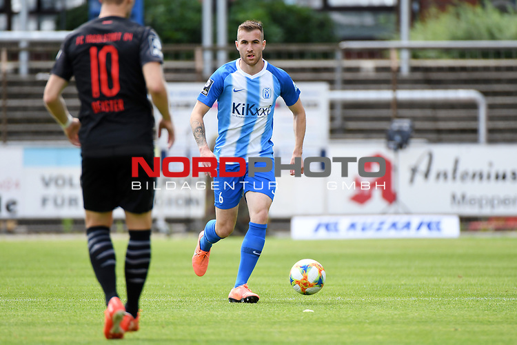 28.06.2020, Hänsch-Arena, Meppen, GER, 3.FBL, SV Meppen vs. FC Ingolstadt 04 <br /> <br /> im Bild<br /> Marco Komenda (SV Meppen, 6) am Ball.<br /> <br /> DFL REGULATIONS PROHIBIT ANY USE OF PHOTOGRAPHS AS IMAGE SEQUENCES AND/OR QUASI-VIDEO<br /> <br /> Foto © nordphoto / Paetzel