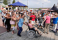 Nederland - Almere - Augustus 2018.   De tweede editie van het Forever Young Festival.  Het Forever Young Festival is een gratis festival met veel activiteiten en optredens voor 65-plussers. Polonaise.    Foto mag niet in negatieve context gepubliceerd worden.     Foto Berlinda van Dam / Hollandse Hoogte