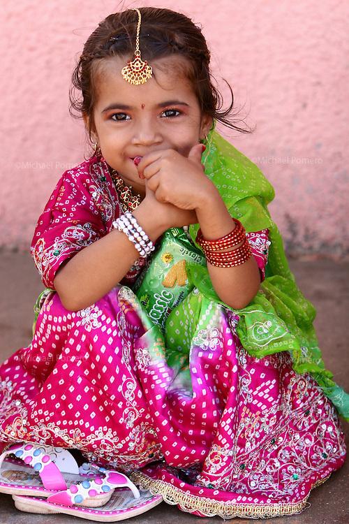 07.10.2008 Dwarka(Gujarat)<br /> <br /> Portrait of a girl during the navratri festival(celebrating Durga).<br /> <br /> Portrait d'une fille pendant le festival de navratri(celebrant Durga).