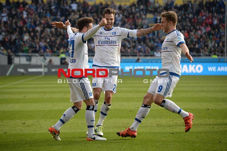 02.04.2016, HDI Arena,  Hannover, GER, 1.FBL, Hannover 96 vs Hamburger SV, <br /> <br /> im Bild / picture shows<br /> Torsch&uuml;tze / Torschuetze zum 0:3 Nicolai M&uuml;ller / Mueller (Hamburger SV #27) bejubelt sein Tor mit Dennis Diekmeier (Hamburger SV #2), Sven Schipplock (Hamburger SV #9), <br /> <br /> Foto &copy; nordphoto / Ewert