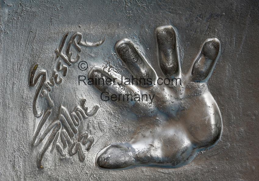 France, Provence-Alpes-Côte d'Azur, Cannes: Sylvester Stallone's handprint in front of festival hall Palais des Festivals et des Congrès | Frankreich, Provence-Alpes-Côte d'Azur, Cannes: Handabruck von Sylvester Stallone vor dem Festspielhaus Palais des Festivals et des Congrès