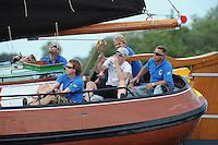 SKUTSJESILEN: GROU: Wide Ie, 28-07-2012, SKS skûtsjesilen, Openingswedstrijd Grou, skûtsje It Doarp Grou, Egbert Schouwstra (zwaardenman) met sigaar, Douwe Tzn. Visser (schotenman), Steven Leenstra (zwaardenman), Douwe Tadema (schotenman), Tammo Oosterhof (adviseur), schipper Douwe Azn. Visser, ©foto Martin de Jong