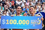 26.08.2017, Hamburg, Stadion Am Rothenbaum<br />Beachvolleyball, World Tour Finals<br /><br />1. Platz / Gold / Goldmedaille: Kira Walkenhorst (#2 GER) und Laura Ludwig (#1 GER) mit Siegerscheck<br /><br />  Foto © nordphoto / Kurth