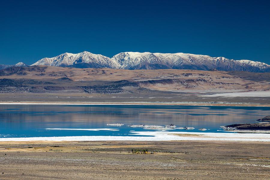 Mono Lake, Sierra Nevada Mountains, California, USA