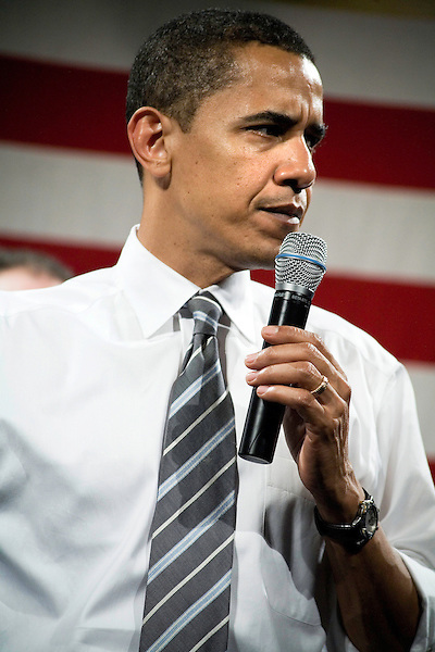 """Tuesday, May 8,  2007. Richmond, VA.. US Presidential candidate and senator Barack Obama, held what was billed as a """"low dollar fundraiser"""" at Plant Zero in Richmond, VA, drawing a crowd of 700 supporters."""