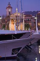 Europe/France/Provence-Alpes-Côte d'Azur/06/Alpes-Maritimes/Nice:  le port et l' église de l'Immaculée Conception plus connue sous le nom de Notre-Dame du Port