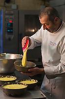 Europe/France/73/Savoie/Val d'Isère:  Patrick Chevallot, MOF pâtissier prépare son Biscuit  de Savoie