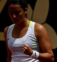 BOGOTÁ-COLOMBIA, 11-04-2019: Lara Arruabarrena de España, celebra el punto ganado a Jasmine Paolini de Italia, durante partido por el Claro Colsanitas WTA, que se realiza en el Carmel Club en la ciudad de Bogotá. / Lara Arruabarrena of Spain, celebrates the point won to Jasmine Paolini of Italy, during a match for the WTA Claro Colsanitas, which takes place at Carmel Club in Bogota city. / Photo: VizzorImage / Luis Ramírez / Staff.