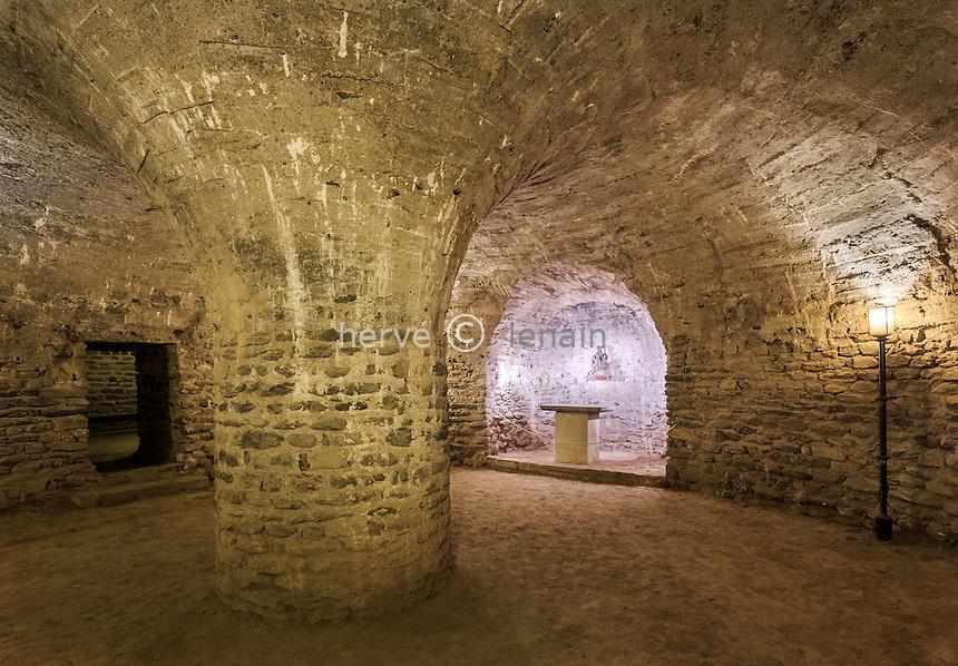 France, Pyrénées-Orientales (66), Codalet, abbaye de Saint-Michel de Cuxa, la crypte // France, Pyrenees Orientales, Codalet, Saint Michel de Cuxa abbey, crypt