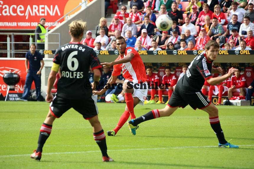 Eric-Maxim Choupo Moting (Mainz) gegen Philipp Wollscheid und Simon Rofles (Bayer)- 1. FSV Mainz 05 vs. Bayer 04 Leverkusen, Coface Arena, 6. Spieltag