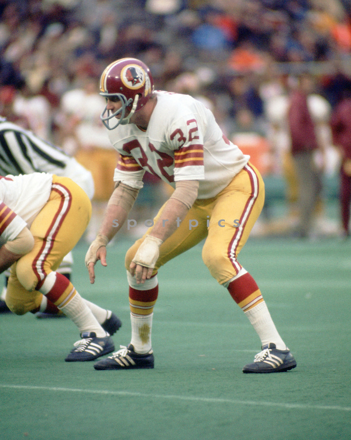 Washington Redskins Jack Pardee (32) during a game from his 1972 season with the Washington Redskins. Jack Pardee played for 15 seasons with 2 different teams and was a 1-time Pro Bowler.(SportPics)