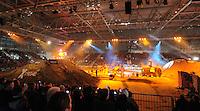 Motorsport - Kings of Xtreme in der Halle 1 Neue Messe Leipzig. Tollkühne Akrobaten der motorisierten Gefährte zeigen ihr Können an zwei Abenden in der Messehalle 1. Immer höher, schneller und weiter trifft hier voll zu. Je verwegender die Stunts, welche die Sportler zeigen sind, umso lauter ist der Zuspruch des Publikums, dass sich standesgemäß bis auf die Zähne mit Luftdruckhupen bewaffnet hat. .Foto: Christian Nitsche