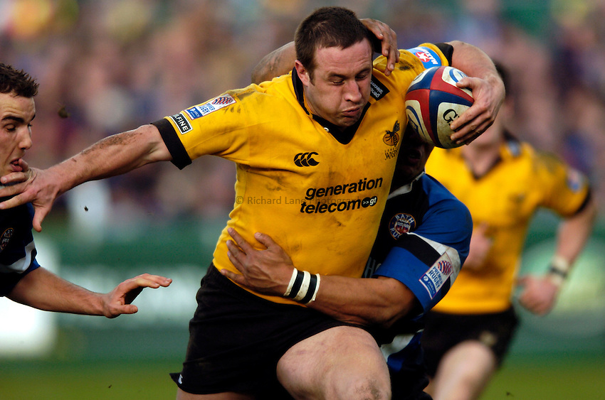 Photo: Richard Lane..Bath Rugby v London Wasps. Zurich Premiership..07/02/2004..Mark Denney attacks.