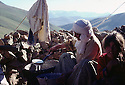 Turquie 1981.Transhumance chez les kurdes sur les hauts plateaux de la region de Van, femme preparant le yaourt.Turkey 1981.In the district of Van, to summer pastures, woman preparing yoghurt<br />