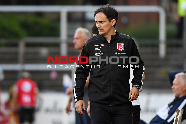 12.06.2020, Hänsch-Arena, Meppen, GER, 3.FBL, SV Meppen vs. Hallescher FC, <br /> <br /> im Bild<br /> Trainer Florian Schnorrenberg (Hallescher FC) unzufrieden, enttäuscht, enttaeuscht, niedergeschlagen, frustriert.<br /> <br /> <br /> DFL REGULATIONS PROHIBIT ANY USE OF PHOTOGRAPHS AS IMAGE SEQUENCES AND/OR QUASI-VIDEO<br /> <br /> Foto © nordphoto / Paetzel