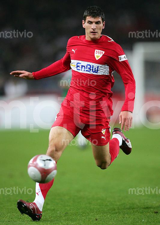 Fussball Bundesliga VFB Stuttgart - Borussia Moenchengladbach Mario GOMEZ (VFB), Einzelaktion am Ball.
