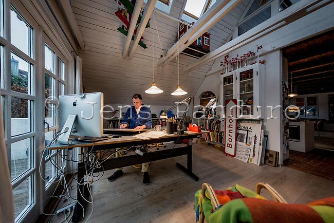 Tidligere Politikentegner J&oslash;rn Villumsen fotograferet i sit hjem i Gevninge ved Roskilde.<br /> <br />  Foto: Jens Panduro