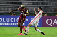 IBAGUE - COLOMBIA, 19-02-2020: Omar Albornoz del Tolima disputa el balón con Heitor Rodrigues del Internacional durante partido por la fase 3 ida de la Copa CONMEBOL Libertadores 2020 entre Deportes Tolima de Colombia y SC Internacional de Brasil jugado en el estadio Manuel Murillo Toro de la ciudad de Ibagué. / Omar Albornoz of Tolima struggles the ball with Heitor Rodrigues of Internacional during match for the phase 3 first leg as part of Copa CONMEBOL Libertadores 2020 between Deportes Tolima of Colombia and SC Internacional of Brazil played at Manuel Murillo Toro stadium in Ibague. Photo: VizzorImage / Cristian Alvarez / Cont