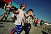 Sleptsovskaja / Confine Inguscezia-Cecenia.<br /> Asilo per bambini ceceni allestito in un campo profughi improvvisato nella zona di confine tra Cecenia e Inguscezia. In questa terra di nessuno non ci sono organizzazioni umanitarie e i profughi vivono grazie all'aiuto della popolazione locale.<br /> Kindergarten for Chechen children set up in a improvised refugee camp in the border between Chechnya and Ingushetia. In this no man's land, there aren't humanitarian organizations and refugees are living with the support of the local population.<br /> Photo Livio Senigalliesi